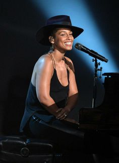 Alicia Keys...Hat-Tastic!