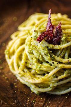 Spaghettoni al pesto di zucchine e pistacchi con lo speck di bufala di Gaetano