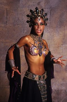 Queen of The Damned (film, 2002) - Vampire Queen Akasha - worst vampire ever