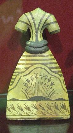 Votive deposit dresses from Minoan hoard with Snake goddess. Original in Herakleion Archeological Museum in Crete. Plaster coloured cast in Pushkin Museum, Moscow. Ancient Greek Art, Ancient Greece, Ancient Egypt, Ancient History, Art History, Creta, Minoan Art, Bronze Age Civilization, Mycenaean