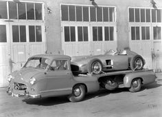 "Mercedes-Benz racing car transporter ""Blue Wonder"" carrying a W 196 R Monoposto Formula One racing car. Mercedes 180, Mercedes Benz Autos, Classic Mercedes, Classic Race Cars, Classic Trucks, Classic Auto, Automobile, Mercedez Benz, Daimler Benz"
