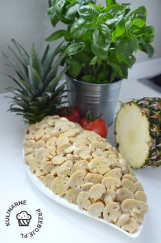 Smaczna sałatka z ananasem, kukurydzą i kurczakiem Pineapple, Curry, Fruit, Food, Curries, Pine Apple, Essen, Meals, Yemek
