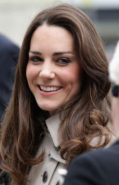 Kate Middleton Long Curls Kate Middleton styled her flowing hair in loose curls while visiting Northern Ireland. Kate Middleton Engagement Ring, Kate Middleton Hair, Kate Middleton Photos, Kate Middleton Prince William, Prince William And Kate, William Kate, Duchess Of Cambridge, Duke And Duchess, Duchesse Kate