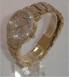 Michael Kors bling watch, but in rose gold. with all these pretty diamonds Jewelry Box, Jewelry Watches, Jewelry Accessories, Fashion Accessories, Jewlery, Gold Jewellery, Cute Watches, Hand Watch, Diamond Are A Girls Best Friend