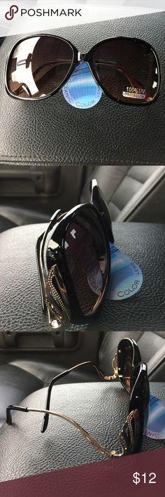 Sunglasses Black frame gold hardware sunglasses Accessories Sunglasses