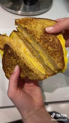 Brunch Recipes, Snack Recipes, Dessert Recipes, Snacks, Breakfast Dishes, Breakfast Recipes, Egg And Cheese Sandwich, Egg Sandwiches, Good Food