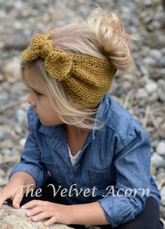 Adanya Warmer Crochet pattern by The Velvet Acorn Adanya Warmer bow headband pattern for children this season! Find this crochet pattern and more inspiration for [. Knitting Projects, Crochet Projects, Knitting Patterns, Crochet Patterns, Crochet Crafts, Knit Crochet, Bandeau Crochet, Crochet Headbands, Heidi May