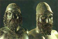 """I """"Bronzi di Riace"""", originali scultorei greci di straordinaria importanza, furono rinvenuti, in maniera fortuita, il 16 agosto 1972 nelle acque di Riace Marina, a 200 m dalla costa e ad una profondità di 8 m."""