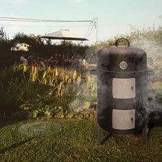 The only danger of barbecooking in your backyard ? Your neighbors might want to join…