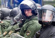 1-Jun-2013 19:21 - PROTEST IN FRANKFURT TEGEN CRISISBELEID. Duizenden mensen hebben zaterdag in Frankfurt gedemonstreerd tegen de macht van banken en de manier waarop Europese regeringsleiders de economische crisis proberen te bestrijden.