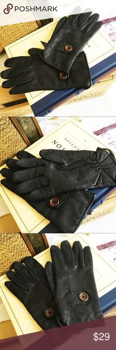 "Brown Leather Gloves Size Large THINSULATE Brown Leather Gloves, Size Large Length from middle finger to wrist is 9""and glove is 3.5"" wide. THINSULATE Accessories Gloves & Mittens"