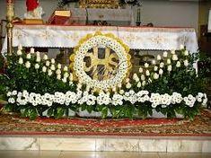 Znalezione obrazy dla zapytania WYSTRÓJ KOŚCIOŁA W SANDOMIERZU Church Altar Decorations, Roman Catholic, Flower Arrangements, Flowers, Temples, Floral Arrangements, Arch, Ornaments, Catholic