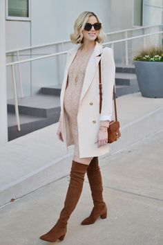 style femme enceinte #style #femme #enceinte \ style femme _ style femme enceinte _ style femme ronde _ style femme hiver _ style femme automne 2019 _ style femme tendance _ style femme 2020 _ style femme d'affaires Winter Maternity Outfits, Stylish Maternity, Maternity Wear, Fall Maternity Fashion, Maternity Styles, Cute Fall Outfits, Maternity Photos, Sweater Dress Outfit, Sweater Dresses
