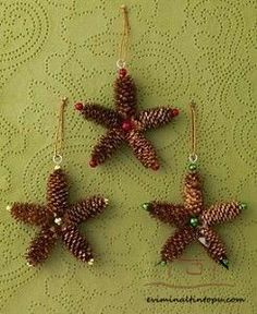 Christmas decoration with pineapples very easy to make - Basteln - unique crafts Pinecone Ornaments, Handmade Ornaments, Diy Christmas Ornaments, Christmas Decorations, Christmas Crafts For Kids, Christmas Projects, Christmas Fun, Holiday Crafts, Pine Cone Art