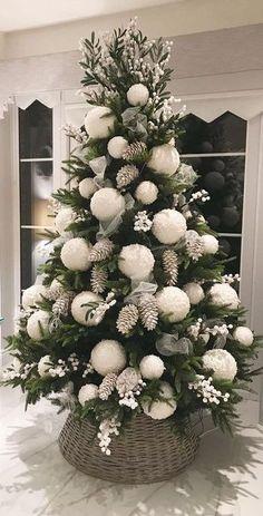 Elegant Christmas Trees, Decoration Christmas, Christmas Tree Design, Christmas Tree Themes, Rustic Christmas, Xmas Decorations, Beautiful Christmas, Christmas Holidays, Christmas Wreaths