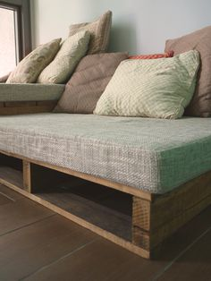 "The great indoors "" rustic pallet sofa - Diy Pallet Couch, Pallet Sectional, Diy Couch, Diy Pallet Furniture, Mesa Sofa, Rustic Sofa, Unique Sofas, Cushions On Sofa, Cool Diy"