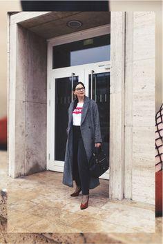 Kleidermaedchen.de Modeblog, erfurt, thueringen, leipzig, fashionblog, Fashion Blog, Magazin, Blogazine, kleidermaedchen.de, Influencer Marketing und Kommunikation, Creator, Winteroutfit, Frühlings Outfit, Jessika Weisse, Fashionblog, Fashion Magazin, Fashion Blog, Outfit mit Levis Print Shirt, asos Mantel und Mom Jeans, Calvin Klein Tasche, Netzstrümpfe