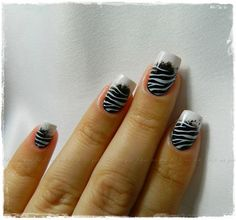 Zebra fingernail design