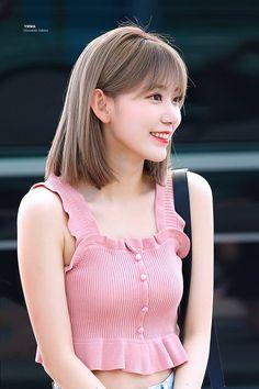 Korean Outfits, New Outfits, Kpop Girl Groups, Kpop Girls, Eyes On Me, Asian Short Hair, Sakura Miyawaki, Japanese Girl Group, Asian Celebrities
