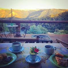 Cafe da tarde with a view  @pousada_varshana