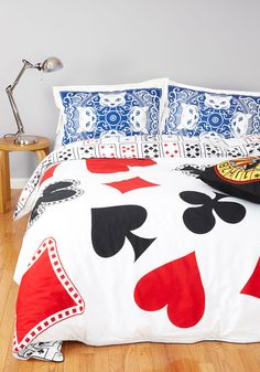 A Royal Plush Duvet Cover in Full/Queen. A fun-filled day of competitive gaming can make one quite sleepy, and still, you keep winning when you climb under this cozy, 'decked'-out duvet cover! Basement Guest Rooms, Guest Room Decor, Alice In Wonderland Bedroom, Unique Duvet Covers, Retro Bed, Retro Home Decor, Vintage Decor, Retro Vintage, Cute Bedding