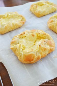 Just a good recipe: Easy cream cheese danish I think I'd top these with guava paste, pineapple jelly, raspberry pastry filling, apricot butter other kinds of fruit too Köstliche Desserts, Dessert Recipes, Brunch Recipes, Sweet Recipes, Easy Recipes, Puff Pastry Recipes, Puff Pastries, Choux Pastry, Shortcrust Pastry