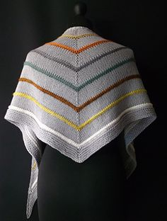 Love the contrast braid sections on this shawl.