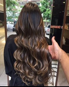 Acreditem!❤️,esse cabelo faz exatamente 6 meses que foi feito,hoje simplesmente fizemos o corte.❤️ #blondhairgirls #blondhair #newhair #top_cabelosbr #schwarzkopf Hair Color And Cut, Cool Hair Color, Truss Hair, Medium Hair Styles, Long Hair Styles, Light Brown Hair, Brunette Hair, Hair Highlights, Gorgeous Hair