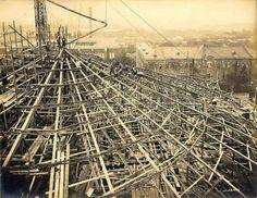 建設当時の様子。屋根を支える小屋組は鉄骨造(写真:東京大学)