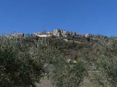 Lurs ist ein kleines Städtchen, gelegen an der Durance, ca. 10 km von Forcalquier entfernt. Sehenswert ist der historische alte Stadtkern