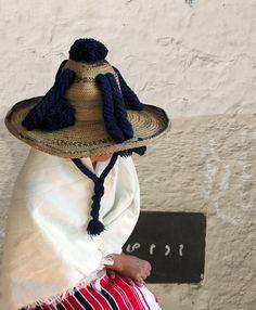 Design franco-marocain   MilK decoration Casablanca, Travel Photographie, Textiles, Islamic Clothing, Plaid Fashion, Le Far West, Urban Sketching, African Culture, Folk Costume
