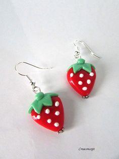 Polymer clay little strawberry earrings hand made - Boucles d'oreilles petites fraises en porcelaine froide http://www.alittlemarket.com/boucles-d-oreille/fr_boucles_d_oreilles_petites_fraises_rouges_et_vertes_en_porcelaine_froide_fimo_a_froid_-15956258.html