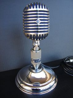 Vintage microphone / Microfone Clássico