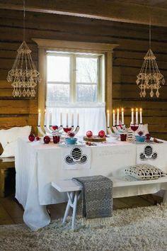 Kata joulupöytä värikkäästi | Kotivinkki  could hang diy advent boxes like these hanging ornaments