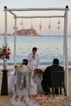 Ceremonia frente al mar ideal para tu boda en playa por Bodas Huatulco