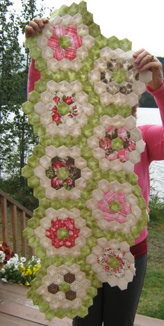 http://www.nitadances.com/index.php/2013/08/27/sewing-a-hexagon-quilt/#comment-6463 Colors; fabrics; Pirouette by Free Spirit