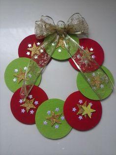 Corona navideña!!!! Materiales: Cds y fieltro :)