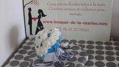 BOUQUET MARIÉE ROND AVEC ROSES BLANCHES / TURQUOISES ET DIAMANTS Turquoise, Marie, Creations, Home Decor, White Roses, Handmade, Decoration Home, Room Decor, Green Turquoise