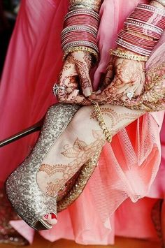 pose for bridal photoshoot to show the shoes, mehndi / henna and jewelry Big Fat Indian Wedding, Indian Bridal, Indian Weddings, Mehendi, Bridal Mehndi, Indian Dresses, Indian Outfits, Henna Tatoos, Bridal Heels