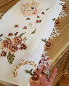 Crochet Flower Patterns, Crochet Flowers, Embroidery Patterns, Crochet Handbags, Elsa, Diy, Instagram, Cake Roll Recipes, Tejidos