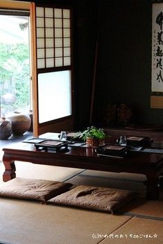 Traditional Japanese living room is very comfortable, besides that it is additionally really natural. #japaneselivingroommodern Japanese Living Room Decor, Japanese Home Decor, Asian Home Decor, Japanese Dining Table, Japanese Decoration, Japanese Homes, Dinning Table, Dining Chairs, Traditional Japanese House