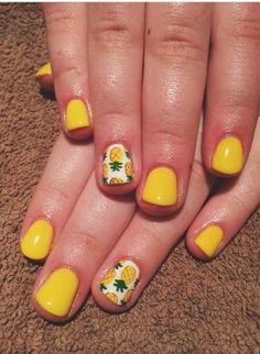 Se acerca el verano y con él no solo llenamos de colorido nuestro armario, sino también nuestro maquillaje y nuestras uñas. Esto...