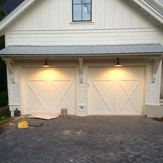 Gorgoeus Home Garage Door Design Ideas. Below are the Home Garage Door Design Ideas. This post about Home Garage Door Design Ideas was posted under the Exterior Design category by our team at May 2019 at am. Hope you enjoy it and don& forget . Garage Lighting, Barn Lighting, Exterior Lighting, Exterior Garage Lights, Garage Door Lights, Pergola Lighting, Lighting Ideas, Barn Door Garage, Garage Door Design