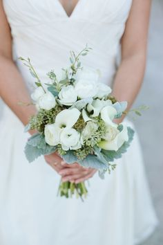 The perfect winter bouquet. Photography: Josselyn Peterson Photographer - JosselynPeterson.com  Read More: http://www.stylemepretty.com/california-weddings/2014/06/23/rustic-redlands-wedding/