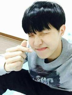 Taehyung un chico muy guapo siempre viste bien ,educado,con un caráct… #novelajuvenil # Novela Juvenil # amreading # books # wattpad
