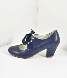 Vintage Style Navy Blue Leatherette Mary Jane Bow Wiggle Heels - [the beautiful and the damned] - Vintage Inspired Shoes, Vintage Shoes Women, Vintage Style Shoes, Vintage Heels, 1950s Fashion Shoes, 1930s Shoes, Vintage Fashion, Victorian Fashion, Pump Shoes