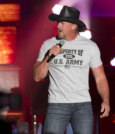 Country concert at Fort Jackson brings Trace Adkins and Angie Johnson