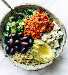 Quinoa Bowls with Roasted Red Pepper Sauce - Pinch of Yum - Mediterranean Quinoa Bowl with Roasted Red Pepper Sauce – a healthy recipe concept! Use -Mediterranean Quinoa Bowl. Whole Food Recipes, Vegan Recipes, Cooking Recipes, Dinner Recipes, Dinner Ideas, Lunch Ideas, Lunch Recipes, Easy Recipes, Breakfast Recipes