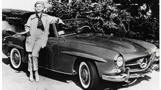 US actress Zsa Zsa Gabor poses on May 12, 1958, in front of her Mercedes-Benz SL. AFP PHOTO (Photo credit should read -/AFP/Getty Images)