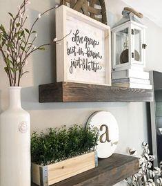 Nice 80 Inspiring DIY Farmhouse Wall Decorations Ideas On A Budget https://bellezaroom.com/2018/04/16/80-inspiring-diy-farmhouse-wall-decorations-ideas-on-a-budget/